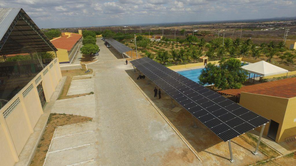 Brasil atinge 10 mil empresas de energia solar e cerca de 20 mil empregos