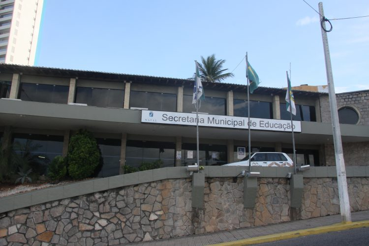 Prefeitura do Natal convoca 64 professores e educadores seletivos