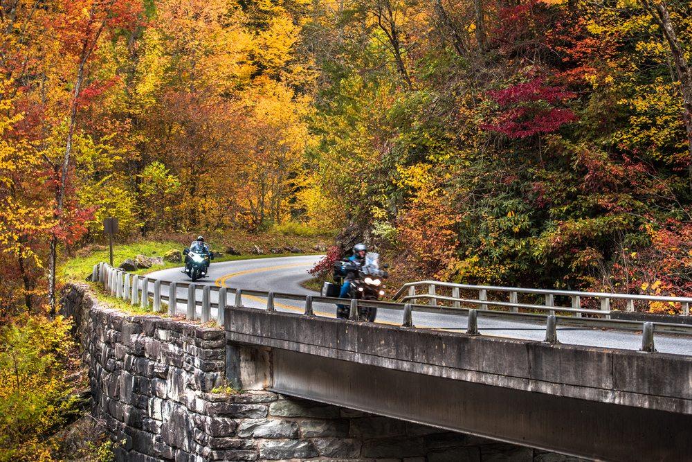 Passar por corredores de moto é contra a lei?