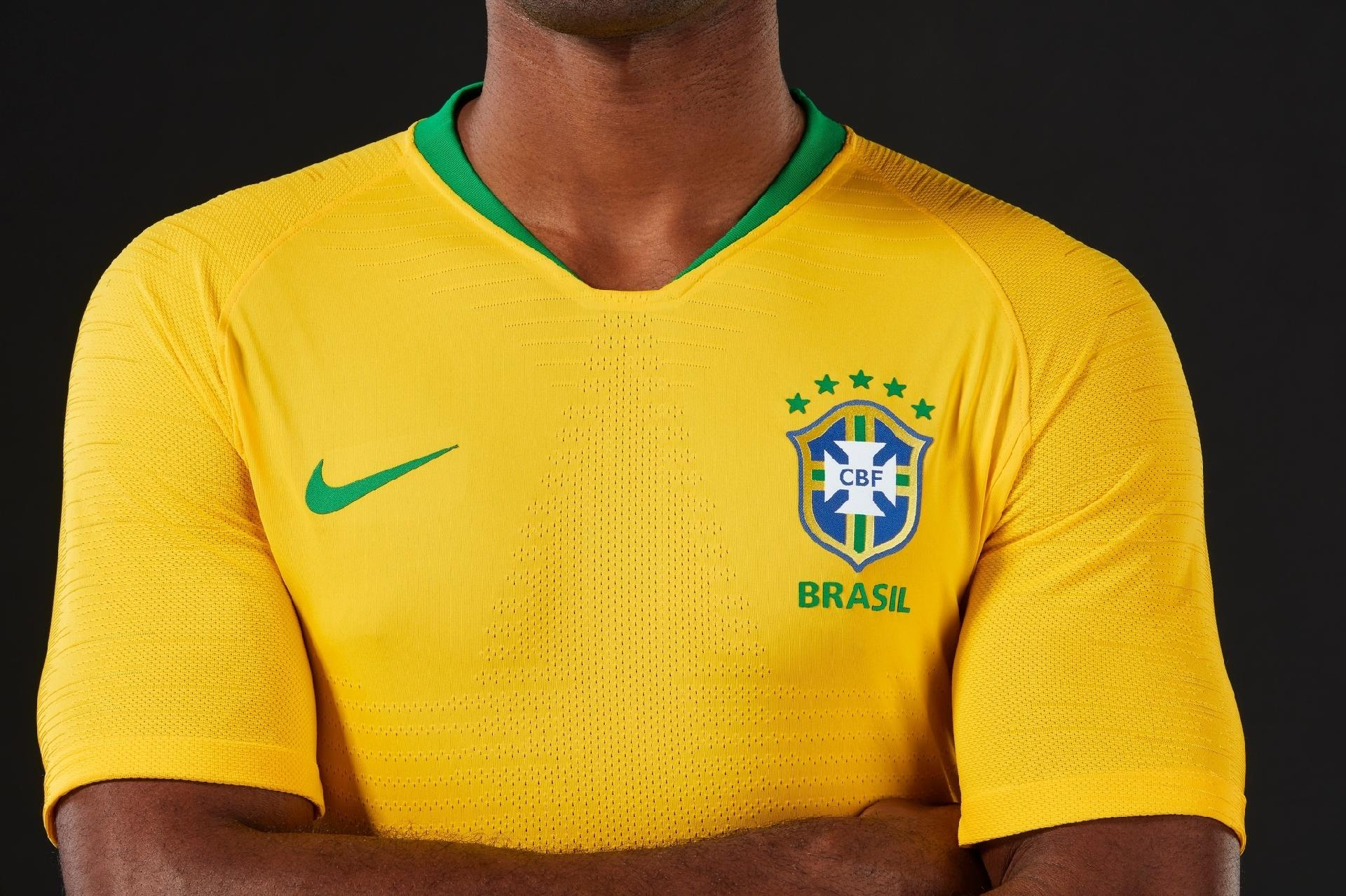 Camisa da seleção brasileira é utilizada em novo golpe do WhatsApp