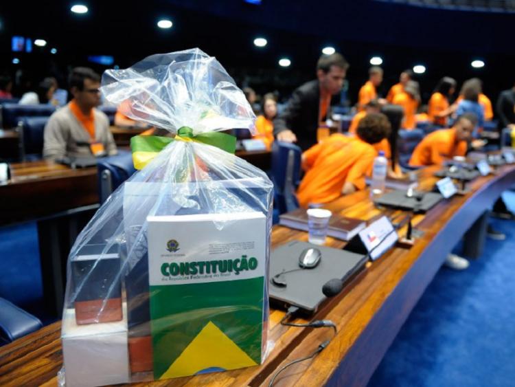 """Programa """"Parlamento Jovem Brasileiro"""" prorroga prazo de inscrições"""