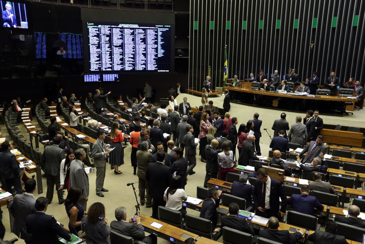 PDT, PSB e PCdoB formam pacto que pode rifar PT da liderança da oposição