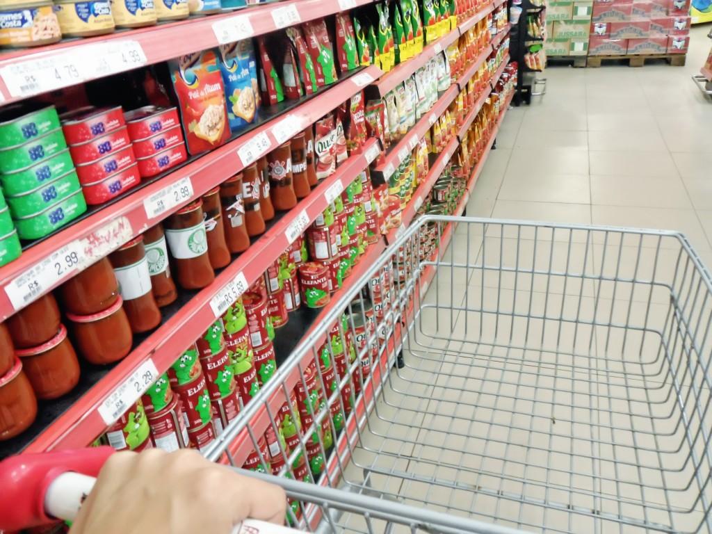 Farmácias e supermercados devem limitar 1 pessoa por família para fazer compras no RN