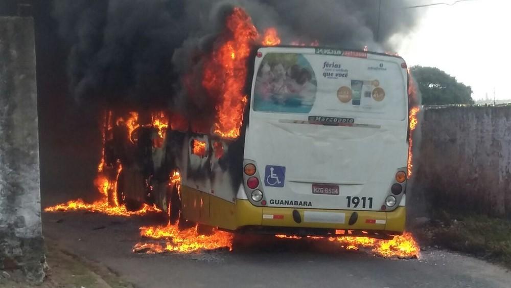 Após ataque, frota de ônibus é recolhida em Natal