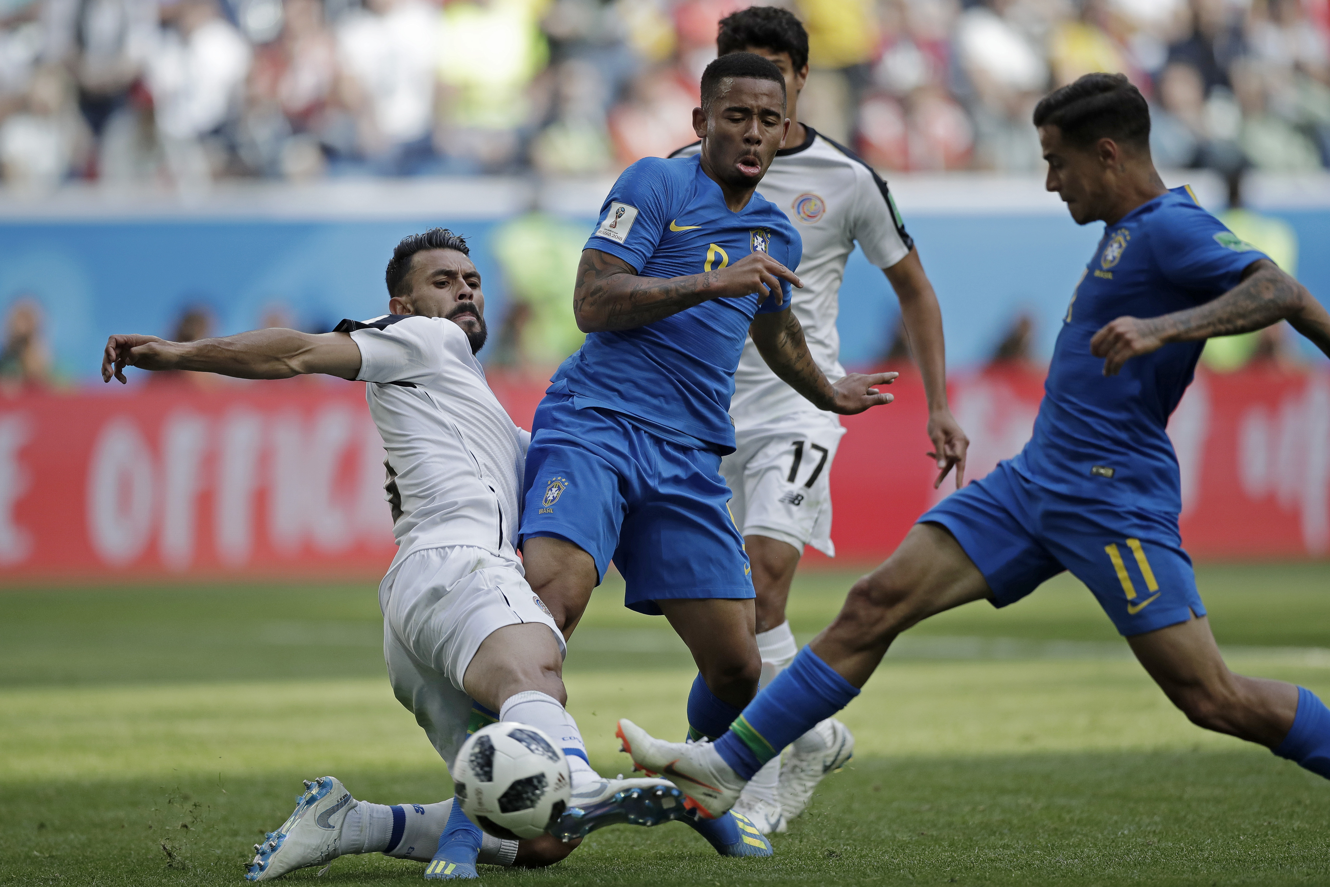 Brasil sofre, mas vence Costa Rica por 2 a 0