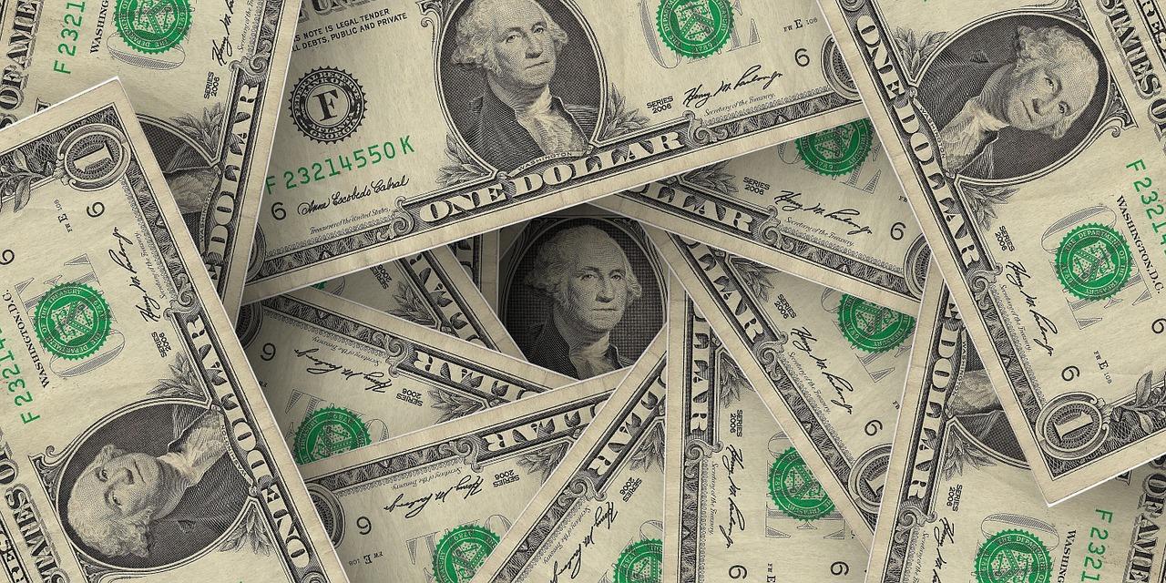 Dólar fecha acima dos R$ 4, maior valor desde fevereiro de 2016