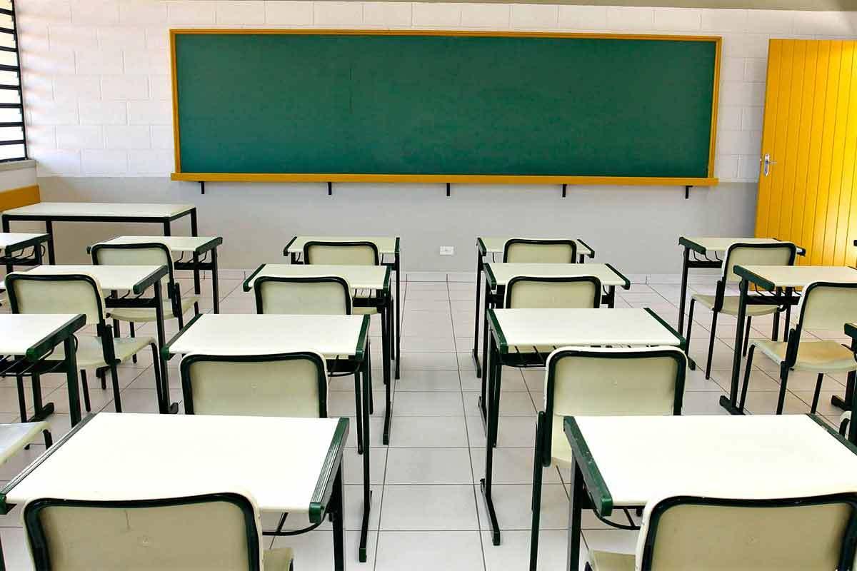 sala de aula Projeto de Lei proíbe escolas de cobrar matrícula antecipada para garantir vaga