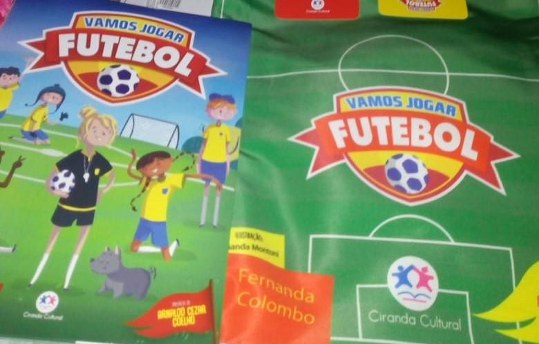 vamos jogar futebol livro infantil da ex-bandeirinha Fernanda Colombo