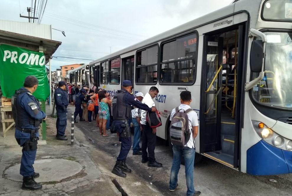 ônibus em Felipe Camarão