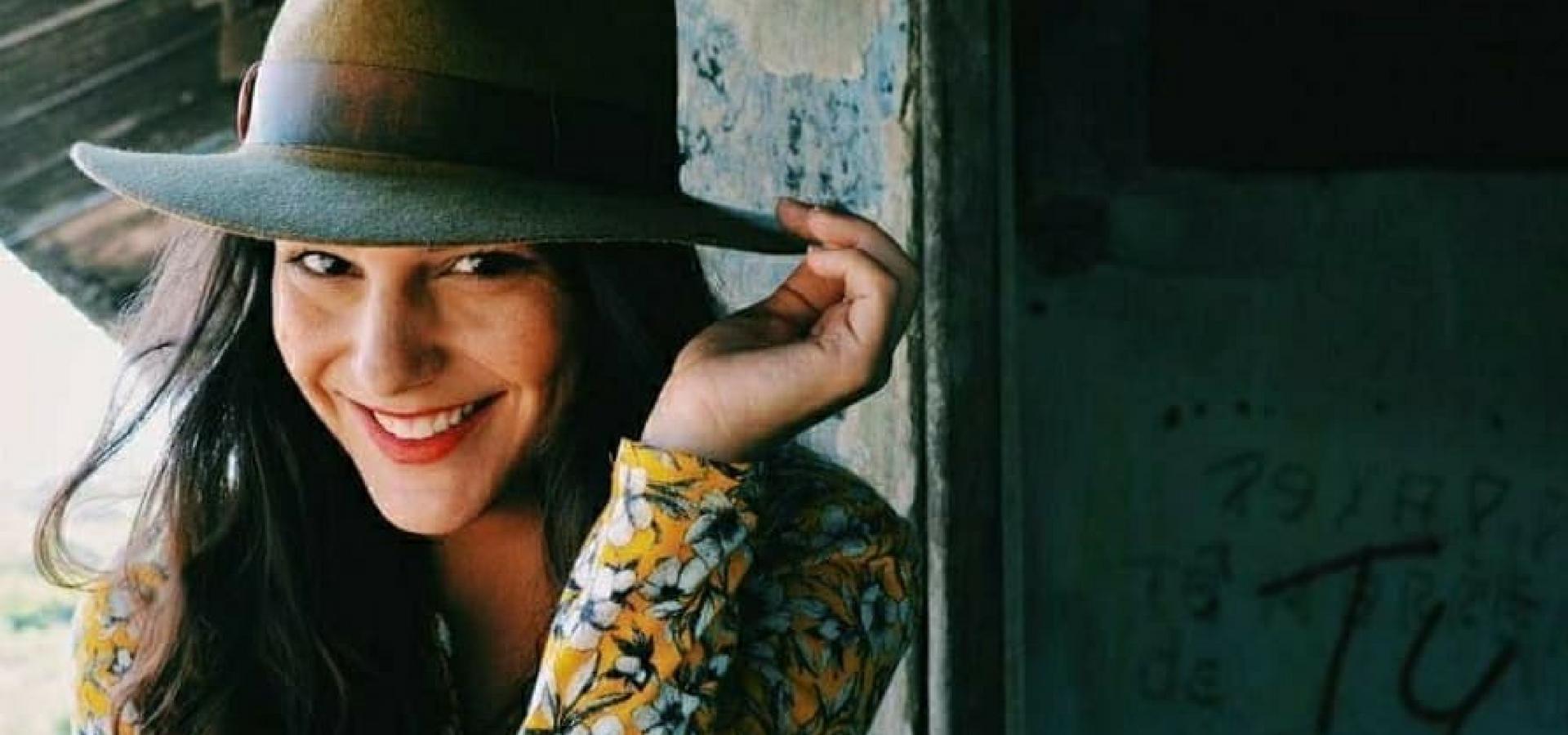 """Giulliana Succine estreia peça """"Noite da Comédia Improvisada"""" no Leblon"""