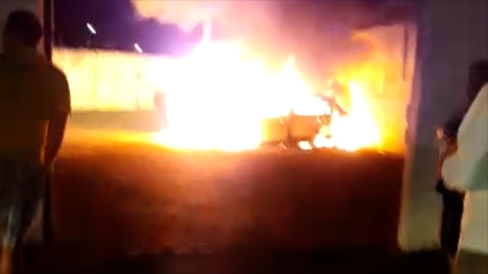 Incêndio destrói veículos na Secretaria de Trânsito de Parnamirim