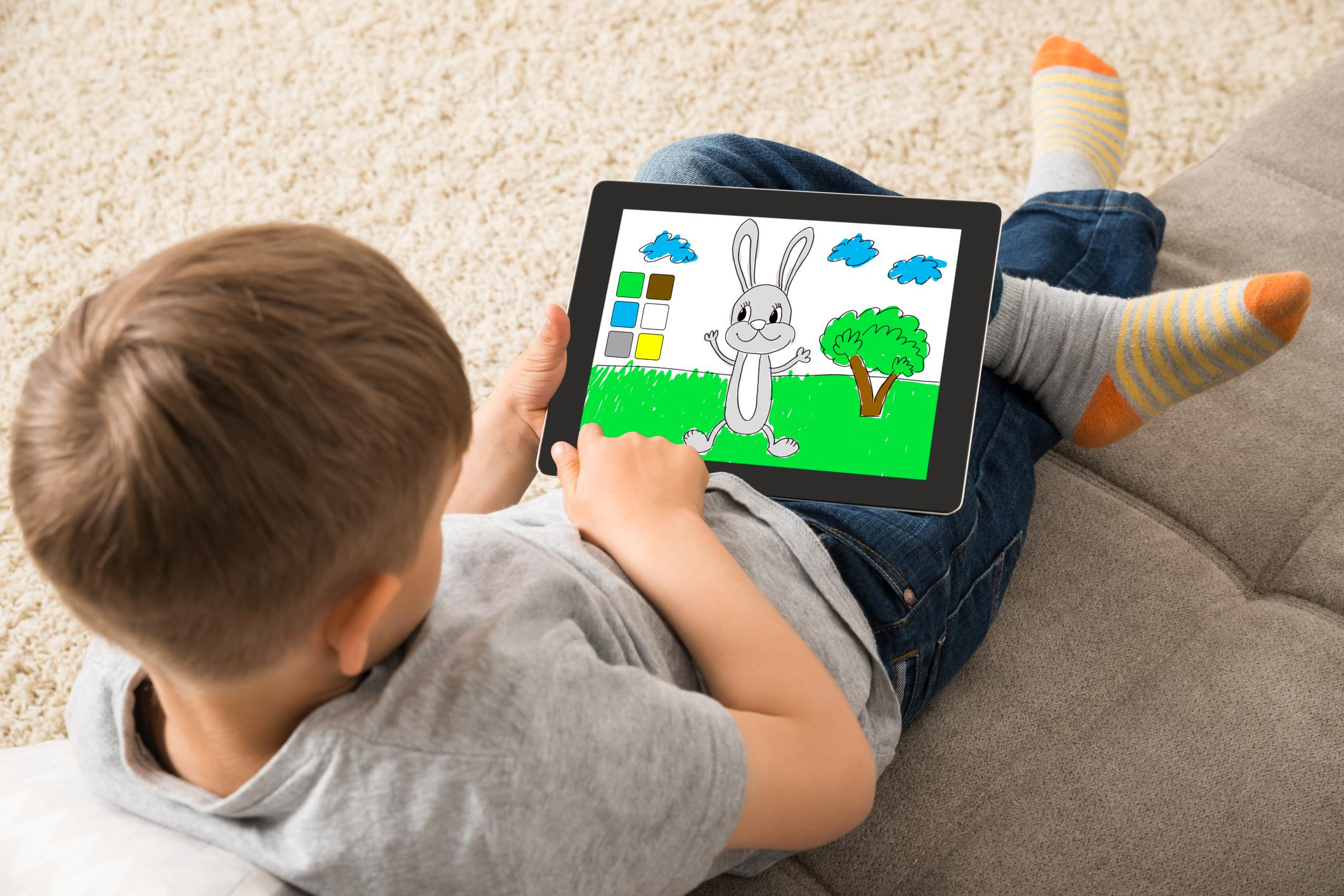 Os melhores apps para divertir as crianças nas férias