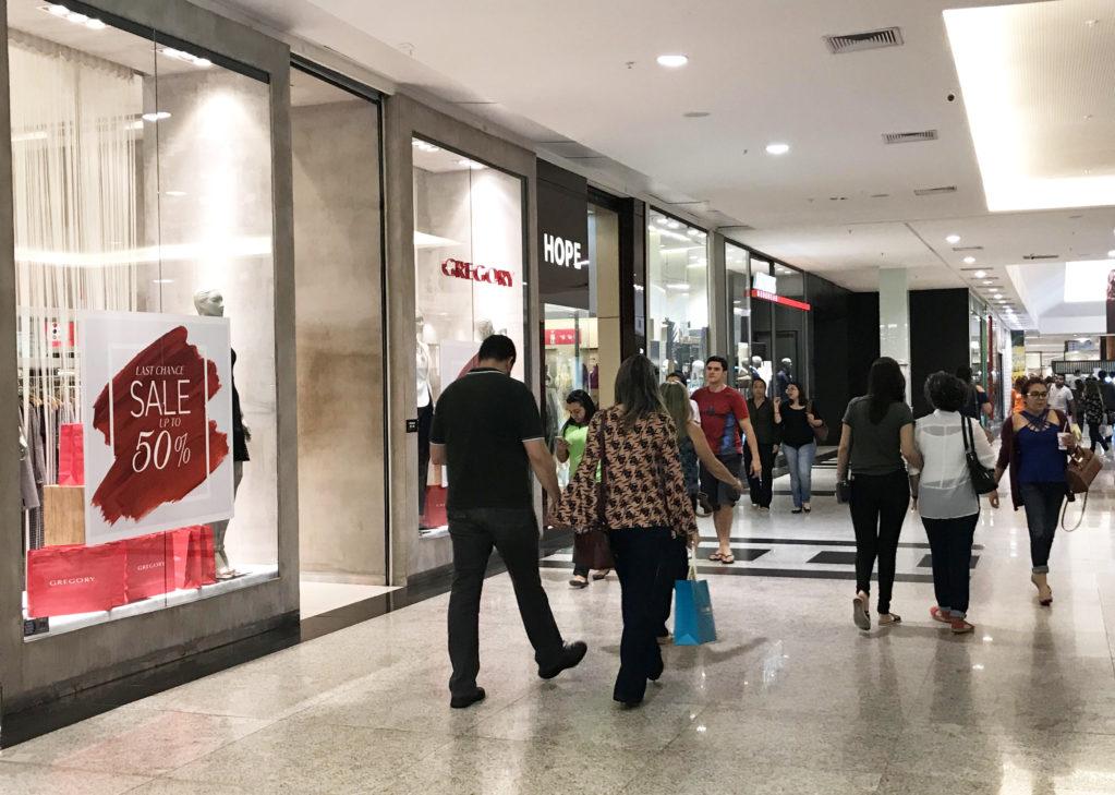 """Comércio funciona em horário especial nesta sexta-feira (12), dia da """"Padroeira do Brasil"""""""