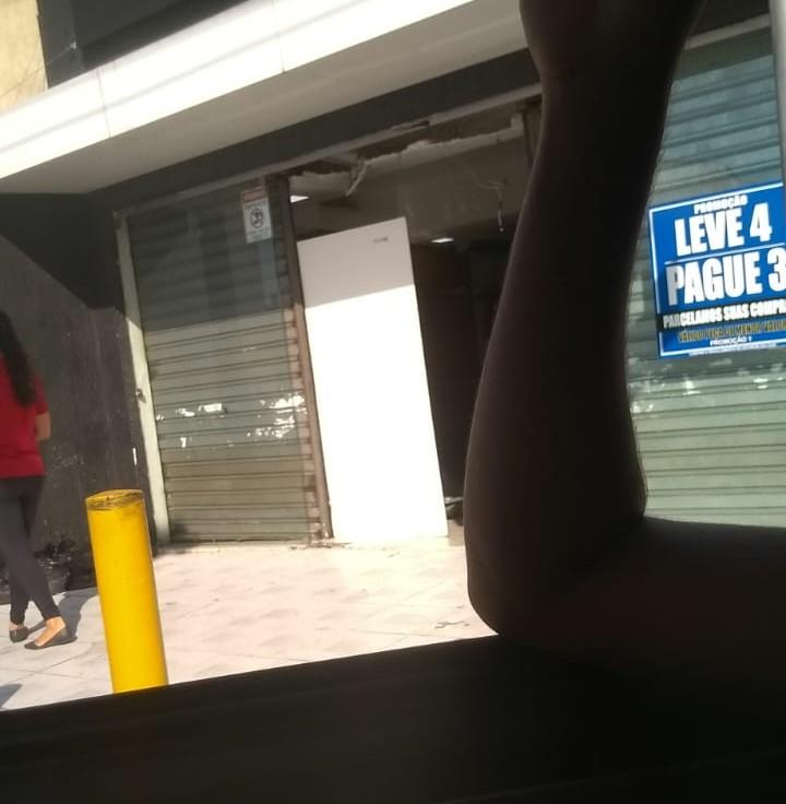 Bandidos arrombam loja de roupas e fazem reféns em Parnamirim