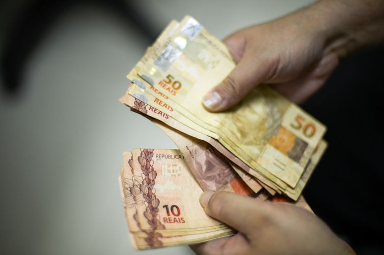 dinheiro salário abono salarial