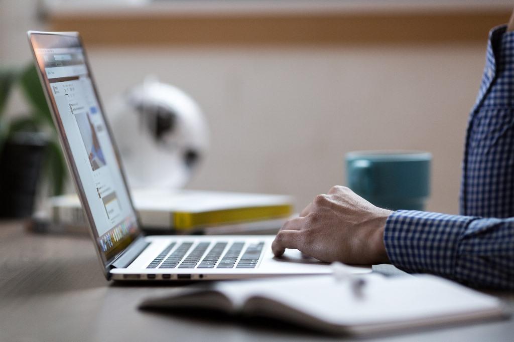 """""""Dr. Google"""": se consultar para se autodiagnosticar é um risco para a saúde"""