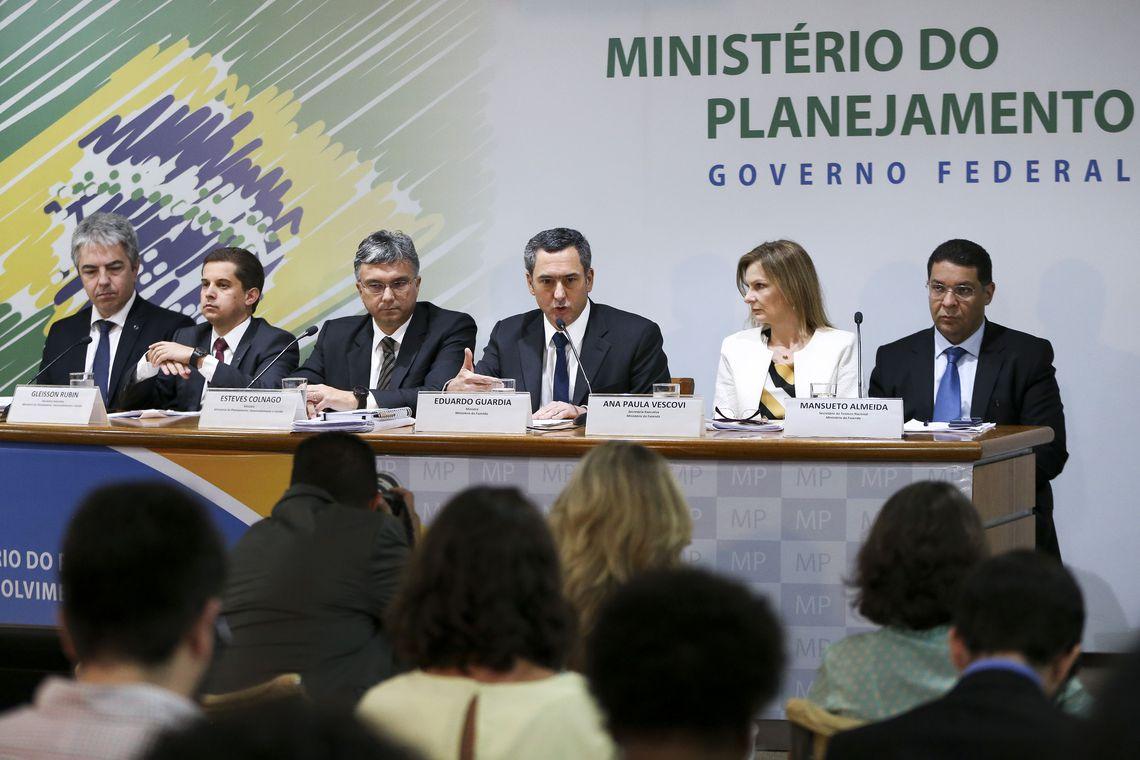 Ministro do planejamento revela que não há previsão para novos concursos em 2019