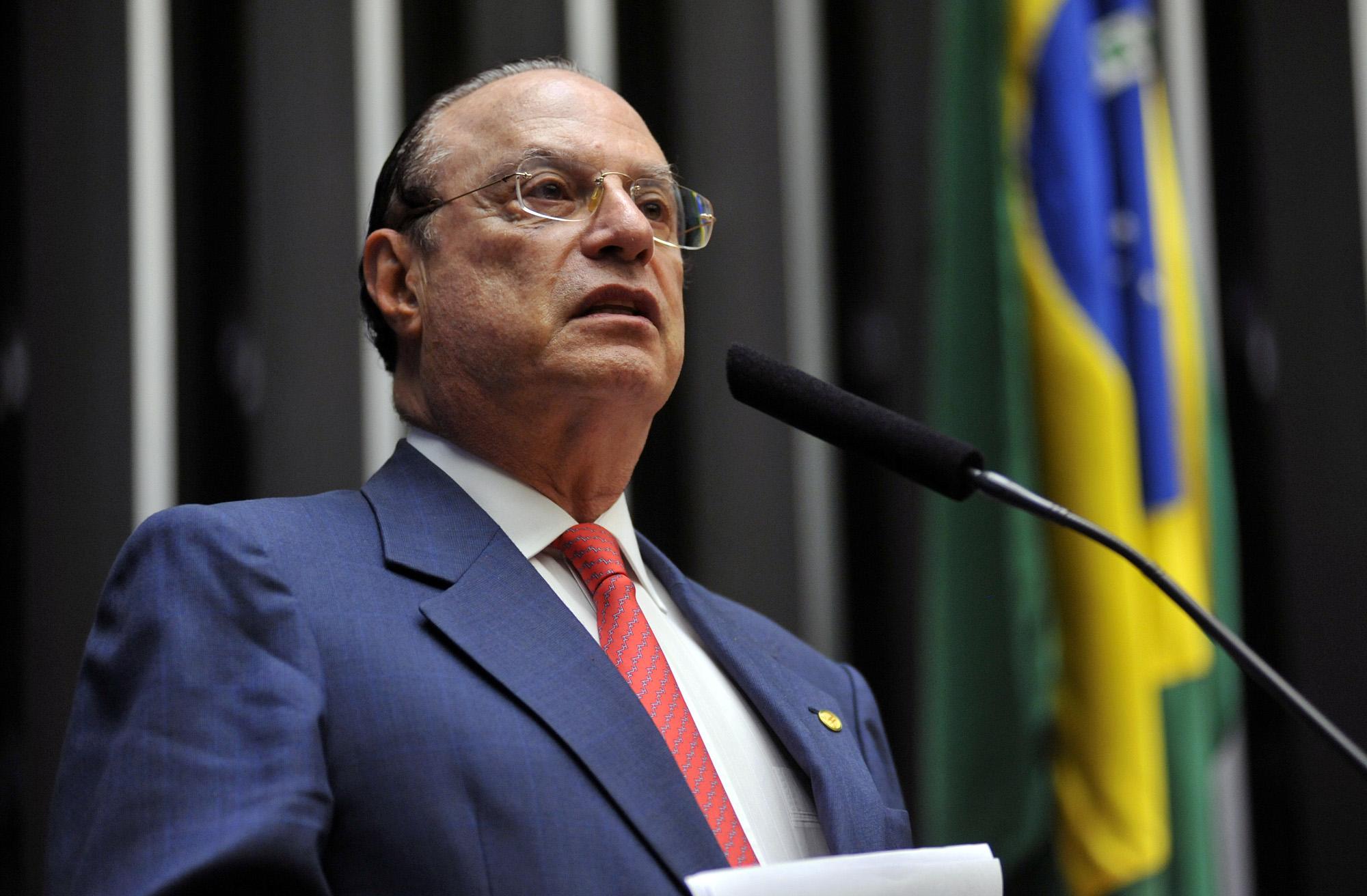 Câmara cassa mandato de Paulo Maluf no Brasil
