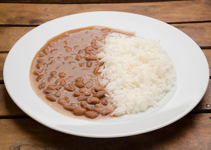 Arroz-e-feijão-estão-entre-os-alimentos-mais-desperdiçados-no-Brasil.jpg