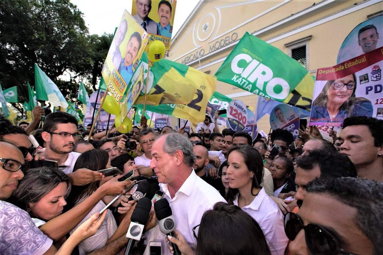 Ciro Gomes promete ações para garantir que homens e mulheres ganhem salários iguais