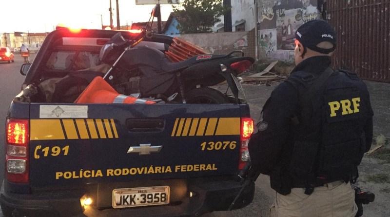 Homem é preso com CNH falsa e motocicleta adulterada em Parnamirim
