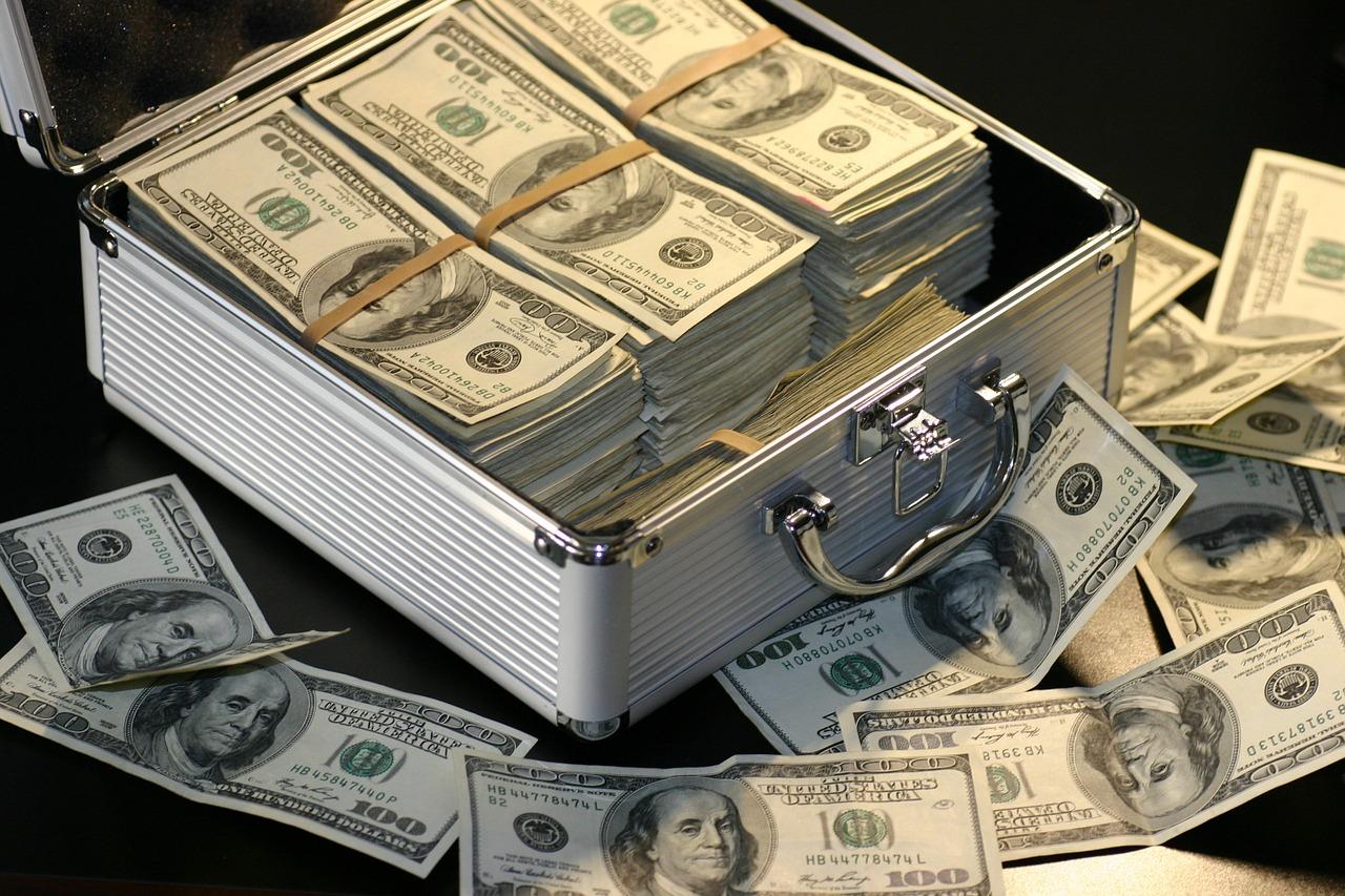 Dólar fecha a R$ 4,19, seu maior valor desde a criação do real