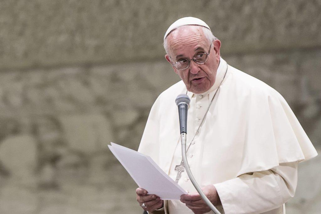 Papa pede que políticos foquem no bem das pessoas e não de partidos