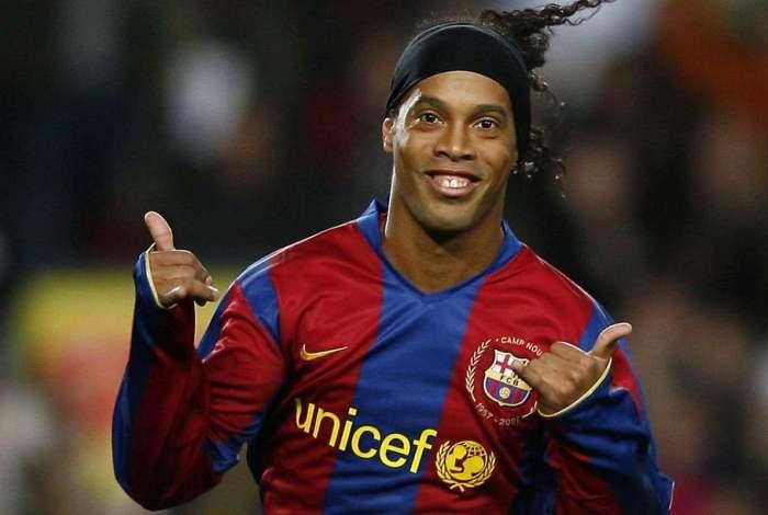 Barcelona se afasta de Ronaldinho Gaúcho por ele declarar apoio a Bolsonaro
