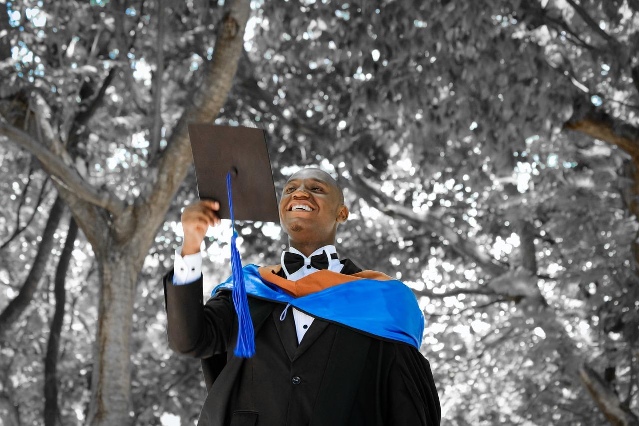 Financiamento e bolsa de estudo: 36,2% dos concluintes firmaram contratos para a graduação