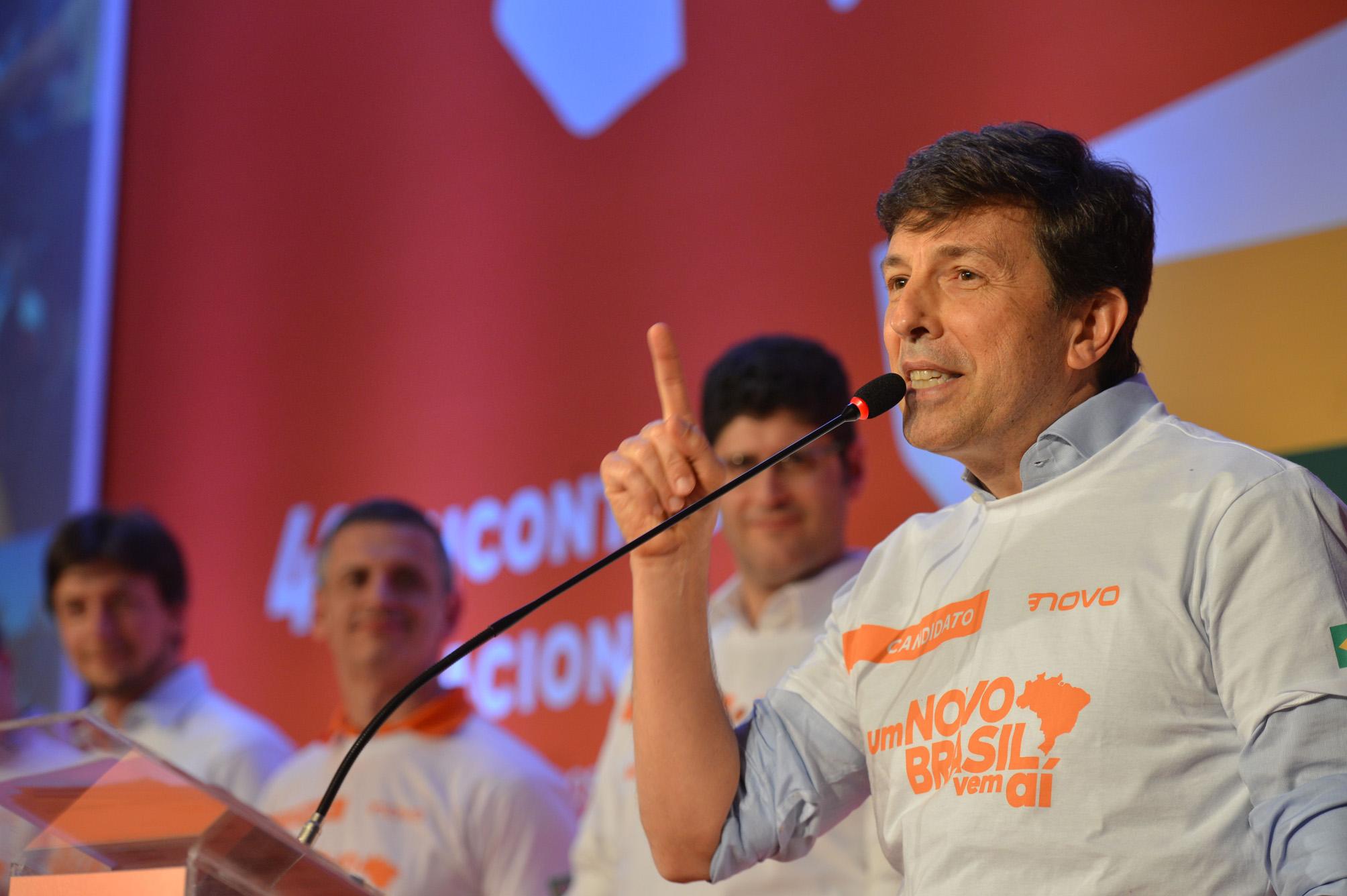 """Considerado """"nanico"""", João Amoêdo ultrapassa candidatos tradicionais"""