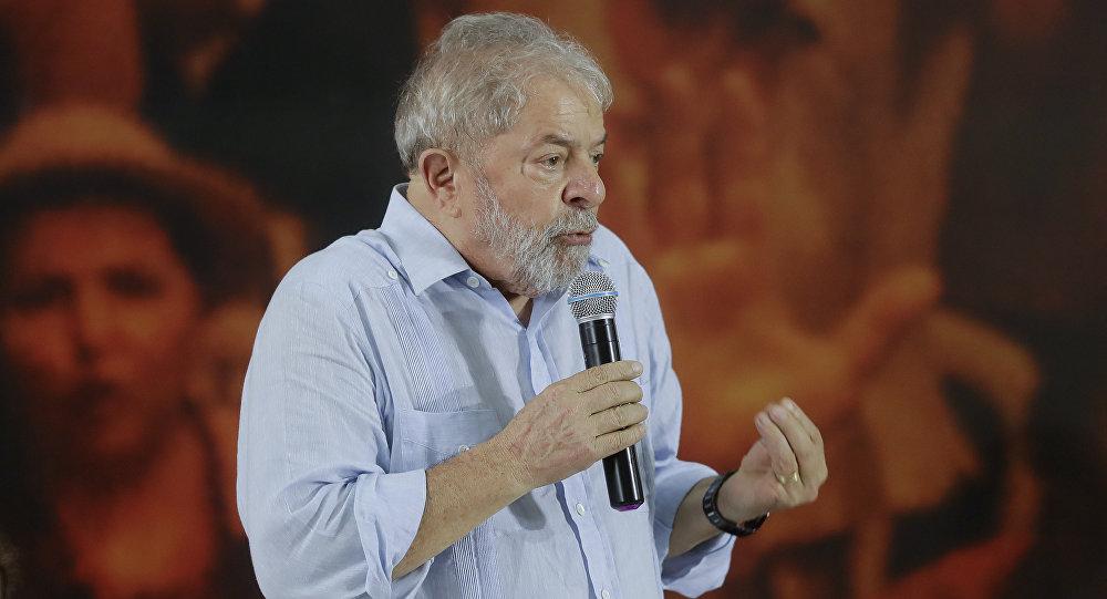 """MP Eleitoral diz que veículos não podem circular no RN com imagens de """"Lula como candidato"""""""