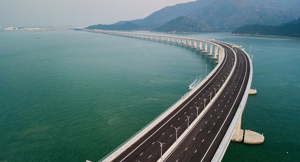 Com 55 km de extensão, China inaugura maior ponte marítima do mundo