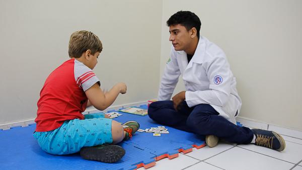 Atendimento infantil na clinica escola de Fonoaudiologia.