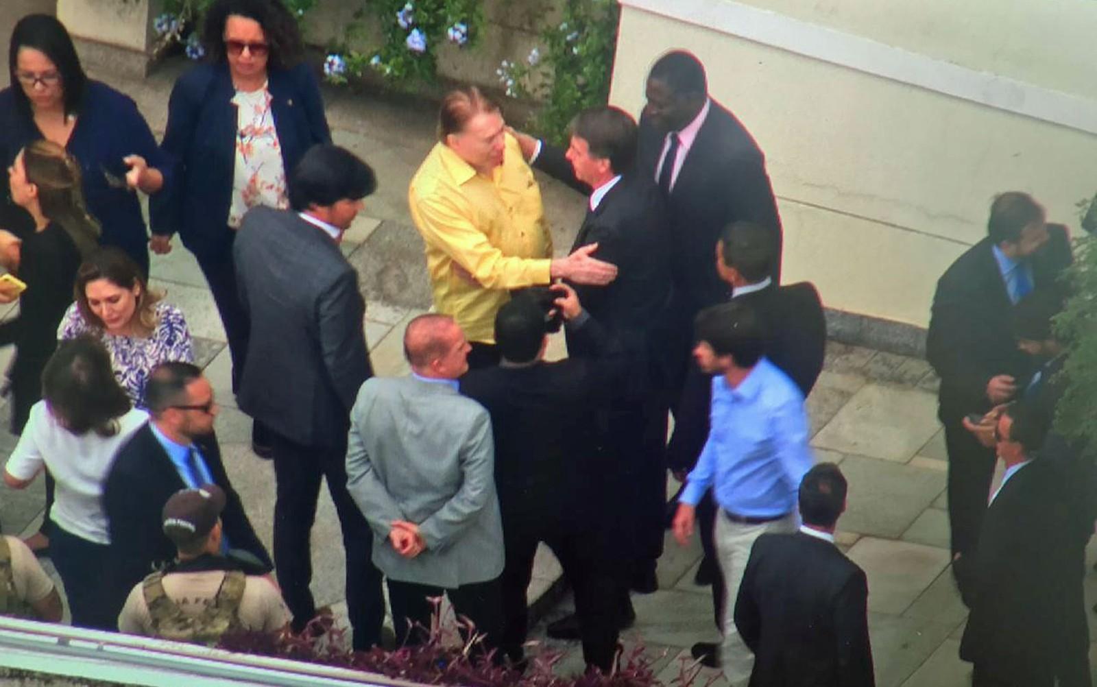 Após consulta médica, Bolsonaro almoça com Silvio Santos em São Paulo