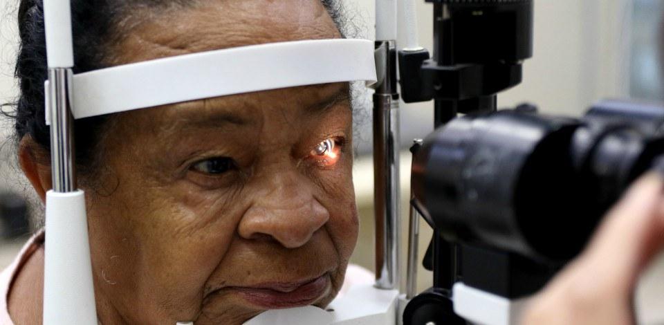 Doença que leva à perda de visão tem novo tratamento no SUS