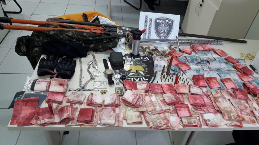 Drogas, armas e R$ 16 mil são encontrados em casa no Passo da Pátria