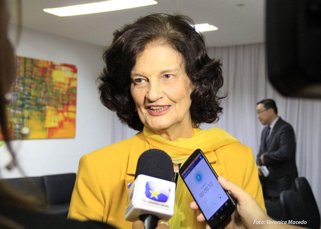 Em seis anos de mandato, vereadora Eleika renuncia quase R$ 1,5 milhão
