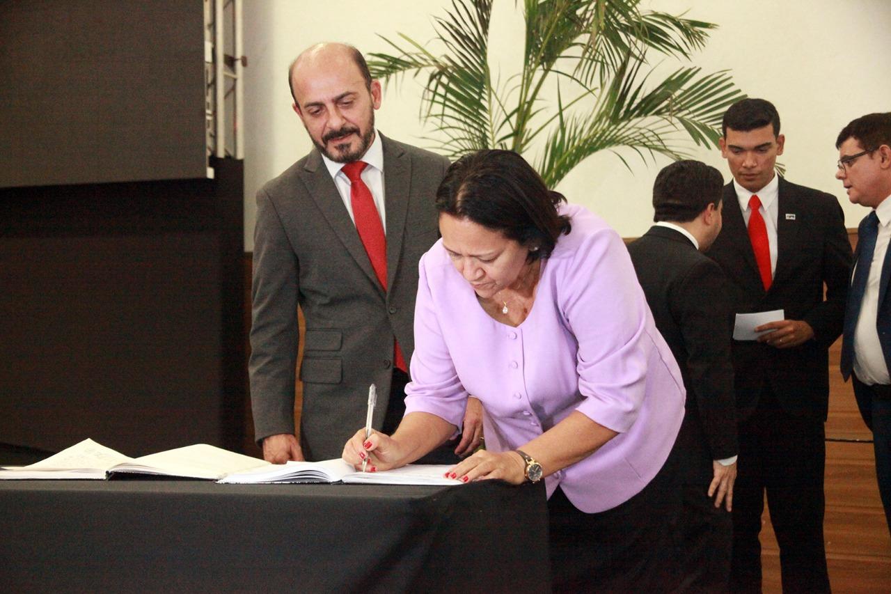Fátima Bezerra empossa 18 novos auxiliares de Estado