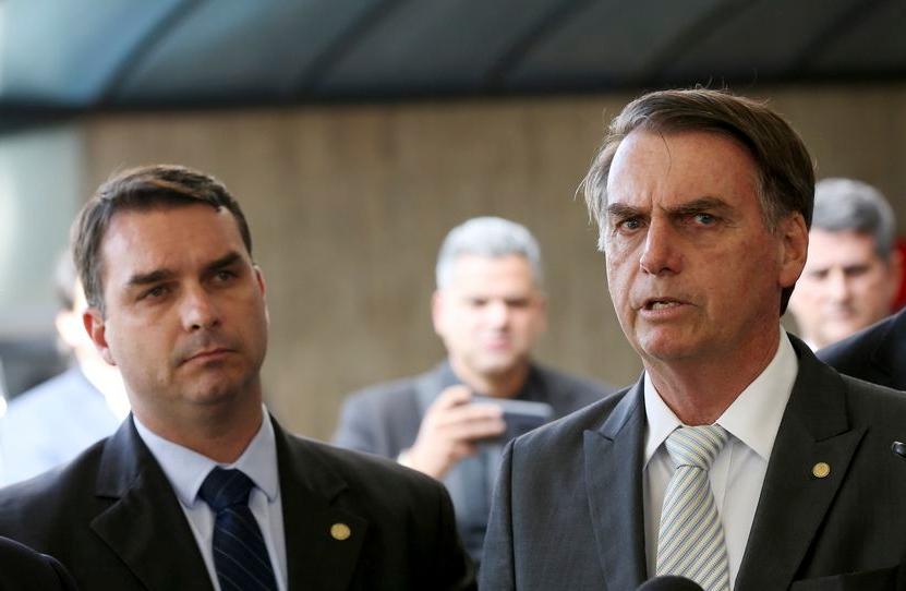 'Se errou, terá de pagar', diz Bolsonaro sobre Flávio