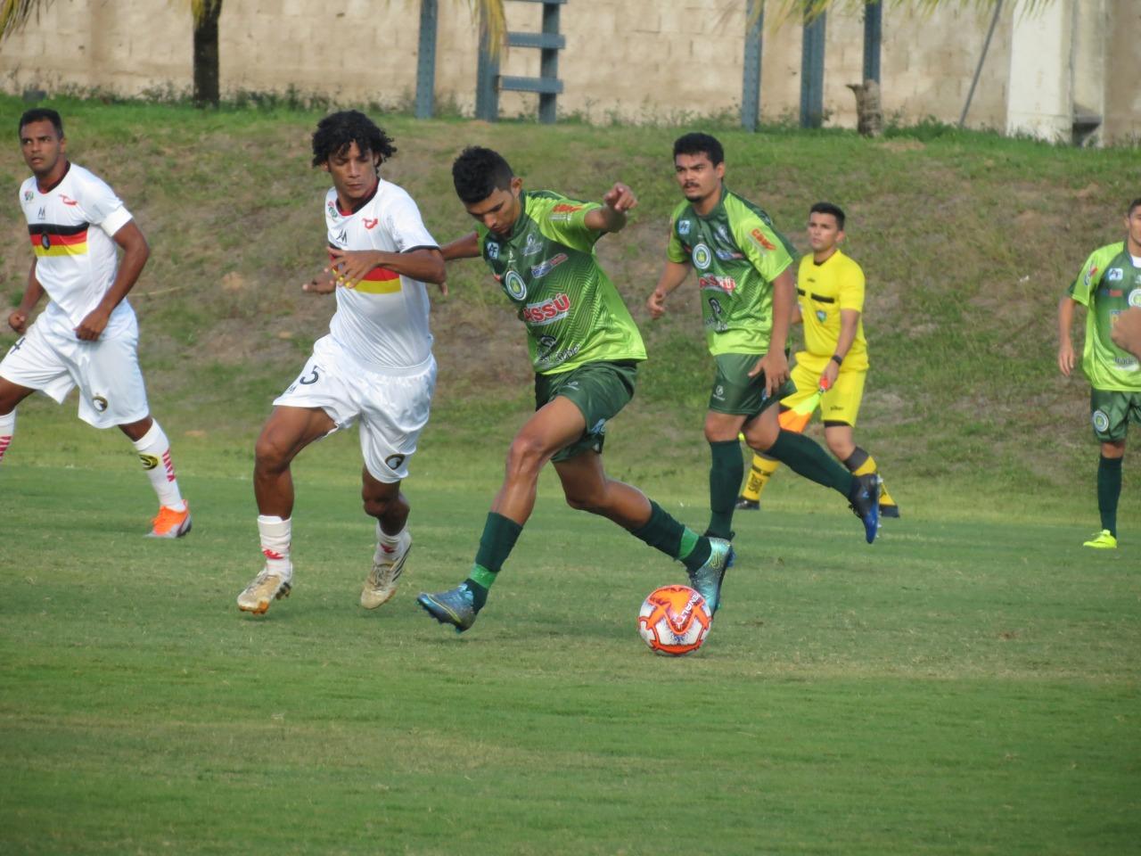 Globo e Assu empatam sem gols no Estádio Barrettão
