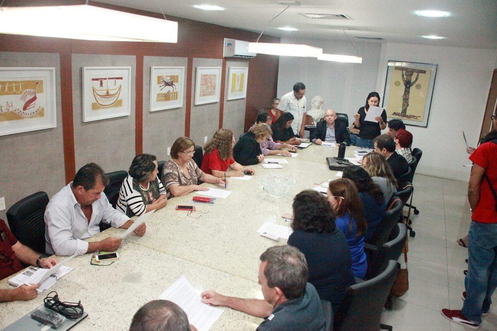 Governo do RN e servidores chegam a acordo sobre pagamento de salários