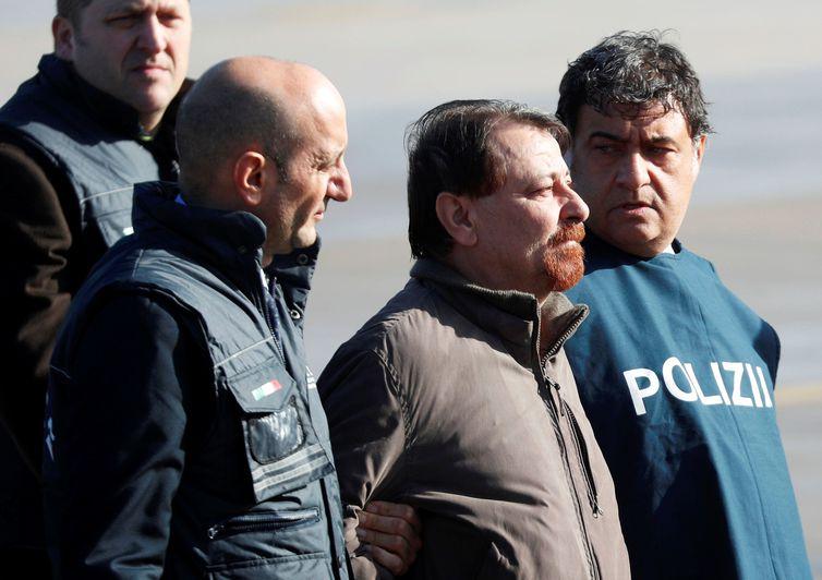 Por que Cesare Battisti não passou pelo Brasil antes da extradição?