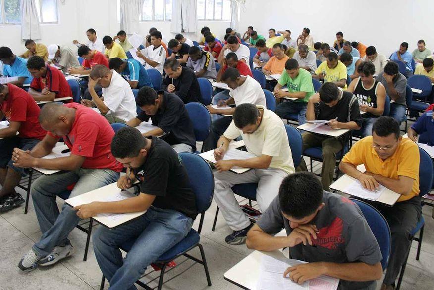 Prefeitura de Lucena (PB) divulga editais de concurso e processo seletivo