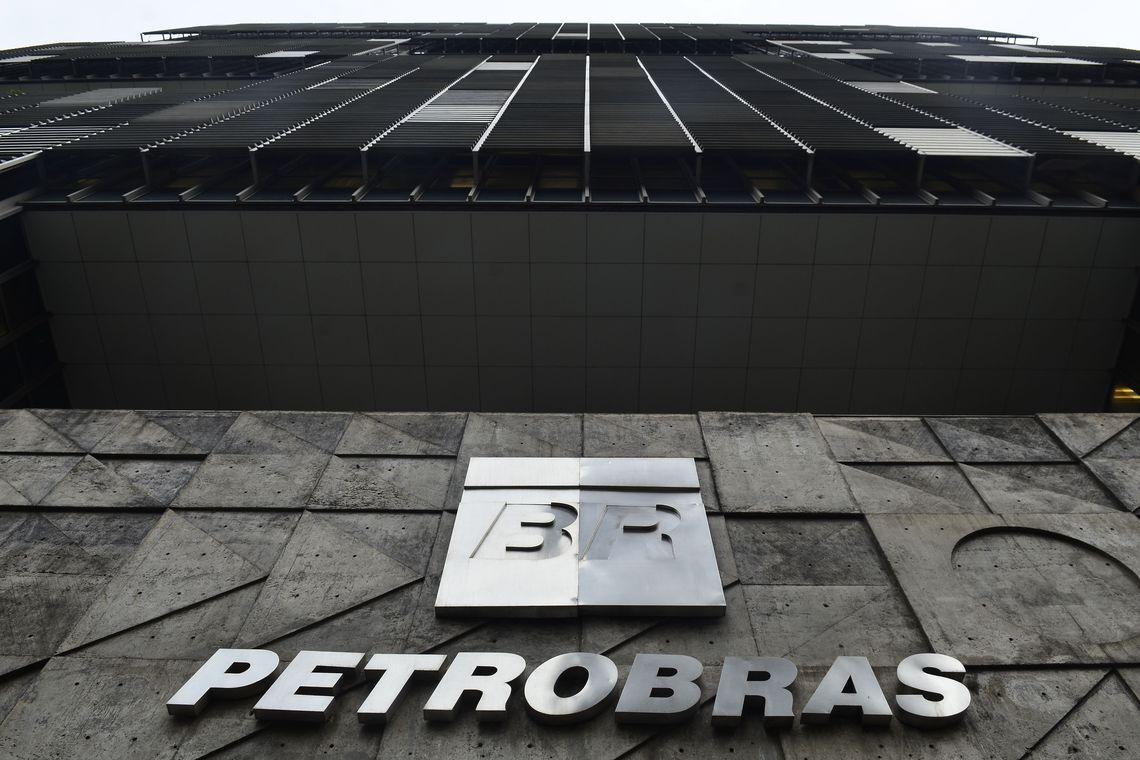 Após quatro anos de prejuízos, Petrobras volta a dar lucro