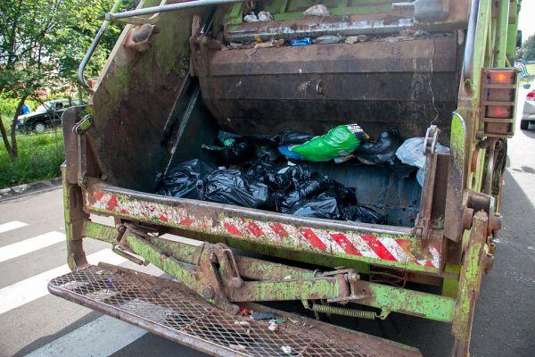 Empresa é condenada pelo MPT-RN após gari cair de caminhão e morrer