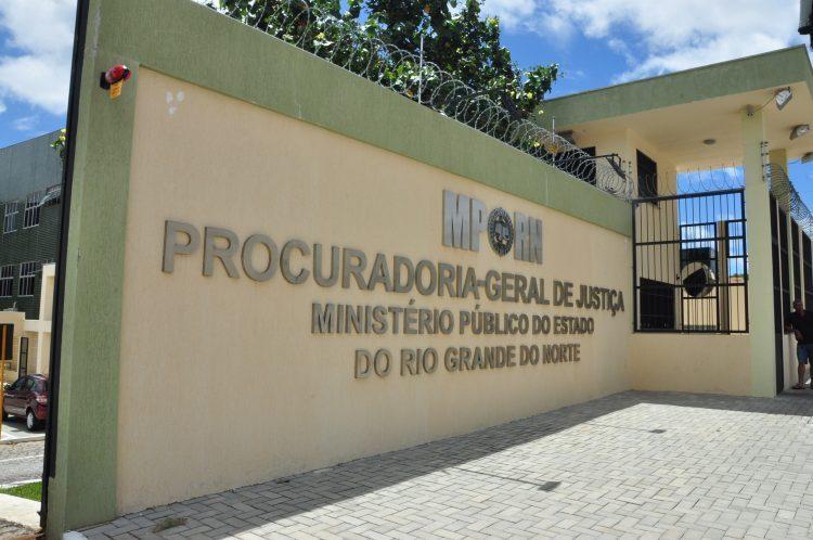 Ministério Público denuncia PMs por furto de revólver e peculato