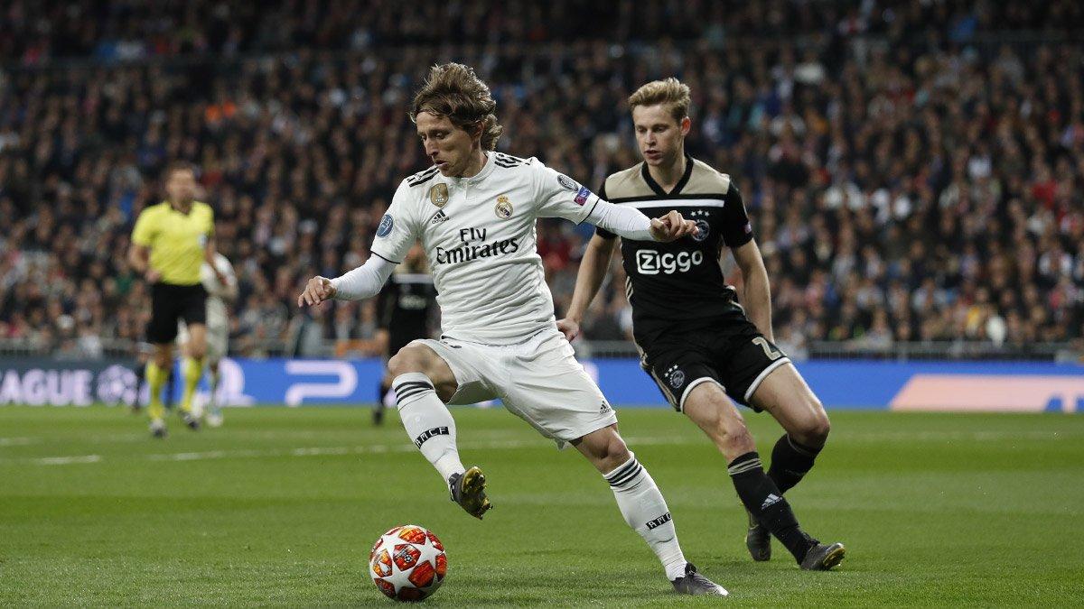 Derrota humilhante para o Ajax agrava crise no Real Madrid