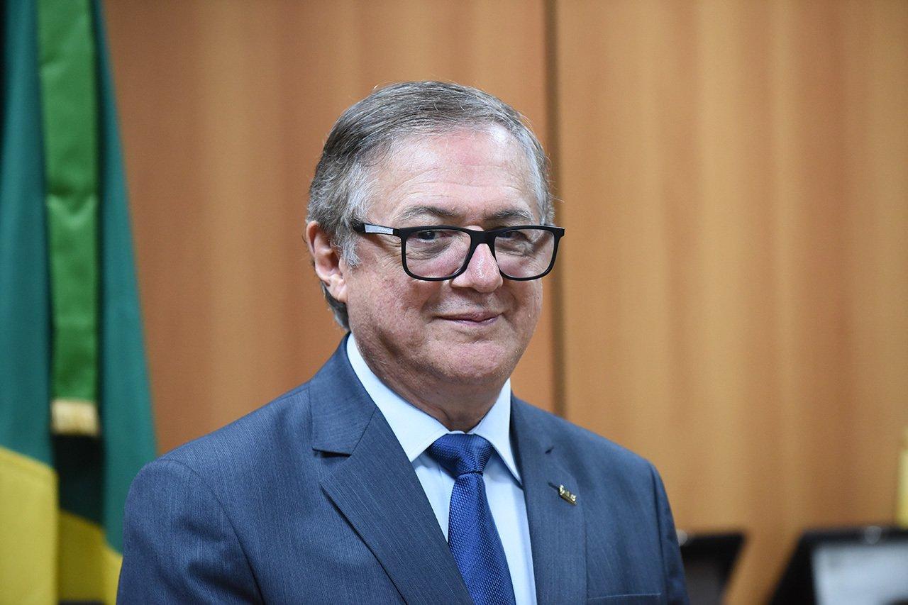 Ricardo Vélez Rodríguez Ministro da Educação nega golpe de 64 e promete mudar livros