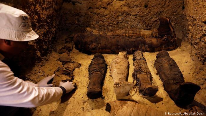 Tumba com mais de 30 múmias é descoberta no Egito