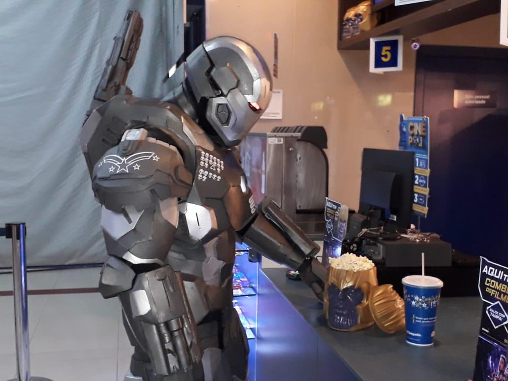 'Vingadores: Ultimato' atrai centenas de fãs para os cinemas de Natal